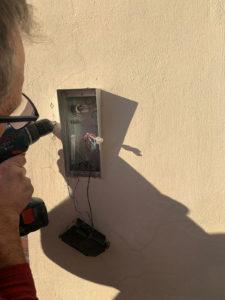 Disabili DOC – Fase preparatoria per l'installazione del Ring Video Doorbell 2 in parallelo con il vecchio impianto citofonico.