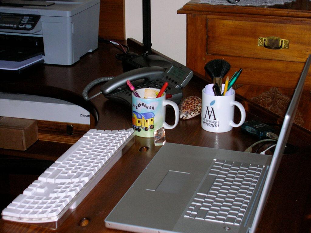 Disabili DOC – D-Setup, dettaglio dell'area MacBook e tastiera di supporto