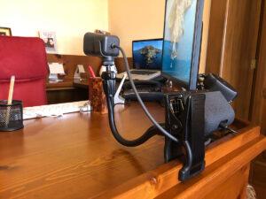 """Disabili DOC – """"Speciale Logitech StreamCam"""" – La WebCam montata su un supporto a braccio flessibile"""