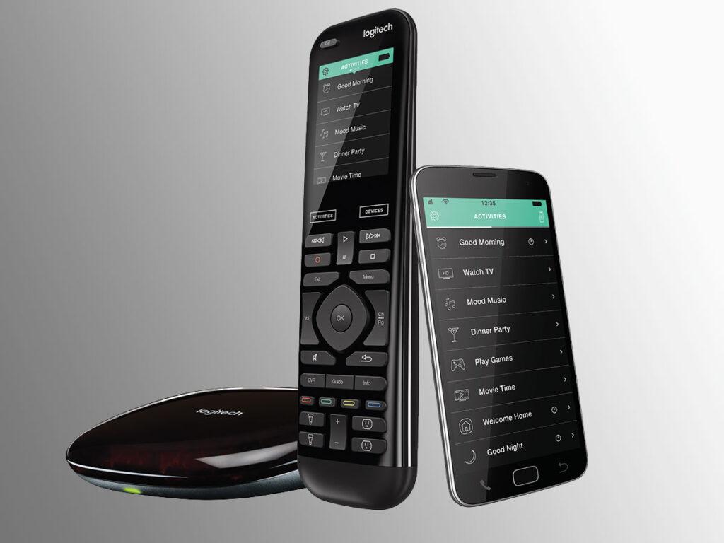 """Disabili DOC – """"Speciale Logitech Harmony Elite"""" – L'immagine mostra il telecomando universale Harmony Elite con il suo Hub Wi-Fi e uno smartphone che, come un tablet, può essere un valido sostituto del telecomando"""