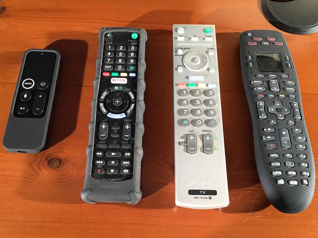 """Disabili DOC – """"Speciale Logitech Harmony Elite"""" – L'immagine mostra quattro diversi telecomandi a confronto"""