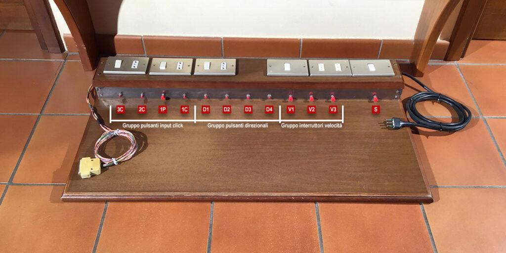 Disabili DOC – Pedaliera del 1984, l'immagine mostra i gruppi logici di pulsanti e interruttori preposti a gestire più funzionalità