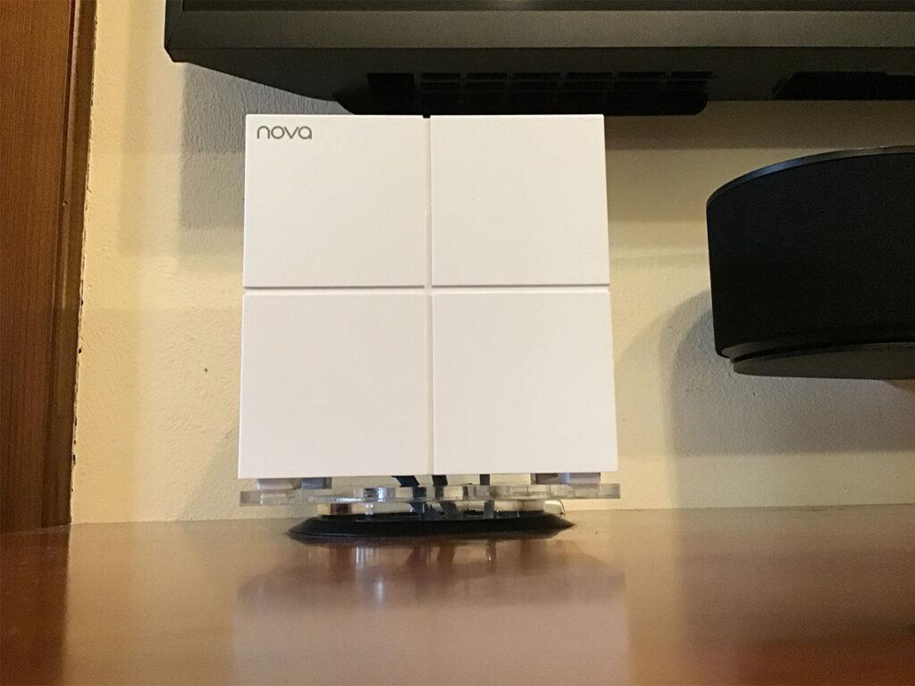 Disabili DOC – Mobile TV parte 3ª – L'immagine mostra il Nova MW6 montato su un supporto disegnato da Carlo Filippo Follis e realizzato dalla società Adeglas di Torino