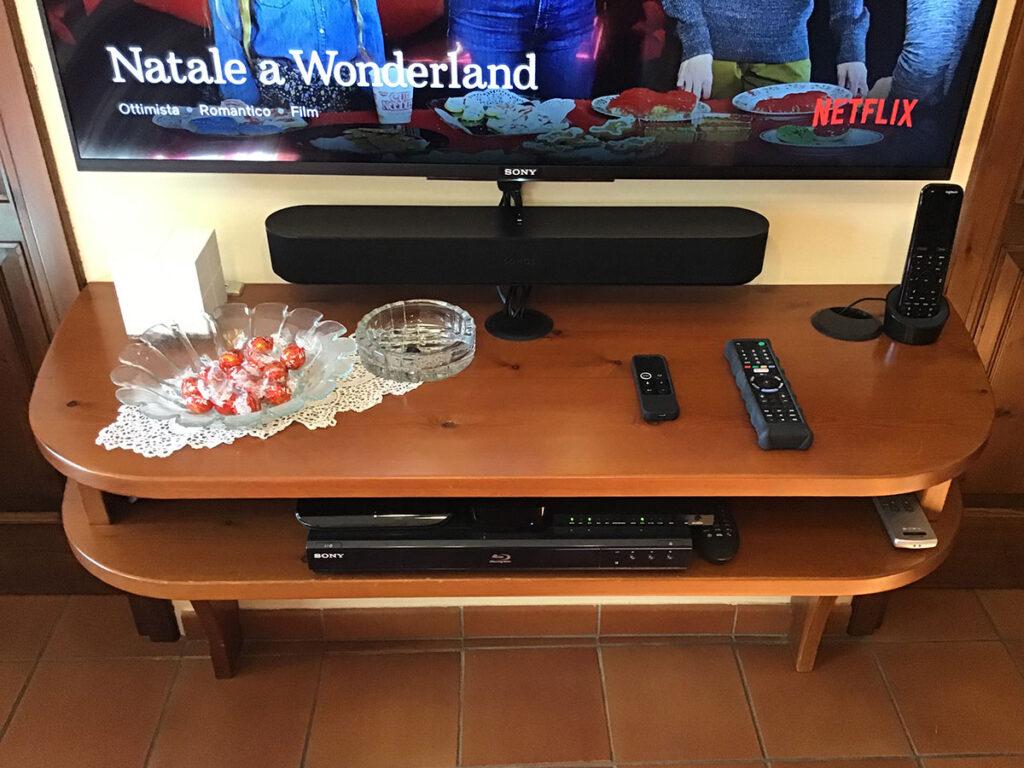 Disabili DOC – Mobile TV parte 4ª – L'immagine mostra il mobile TV da una prospettiva più aerea