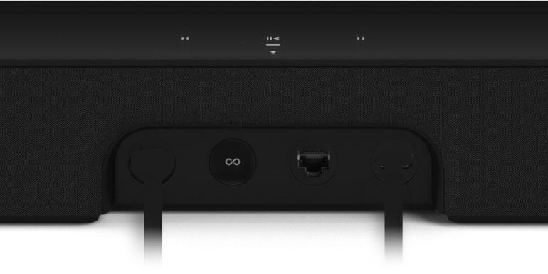 """Disabili DOC – """"Speciale Sonos Beam"""" – Dettaglio della soundbar Beam che mostra la parte posteriore dove trovano posto prese e un pulsante per il reset"""