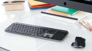 "Disabili DOC – ""Speciale Logitech MX Keys"" – L'immagine mostra la tastiera inserita in un setup elegantemente minimalista"
